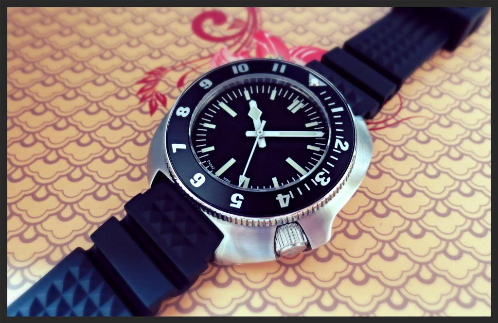 T2-TYPHOON with HELO DIAL, 12hr GMT INSERT, HYDRO HANDS, D-DIVE CROWN, TRIPLE-D STRAP